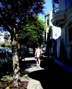 Голите мъже и полуголи жени в квартала Кастро и около него са общоприето ежедневие тук.