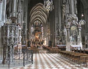 """Впечатляващият интериор на катедралата """"Св. Стефан"""""""