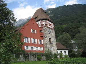 Ротес Хауз или Червената къща - най-известната винарна в Лихтенщайн