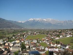 Столицата на Лихтенщайн Вадуц от височината, където се намира и замъкът