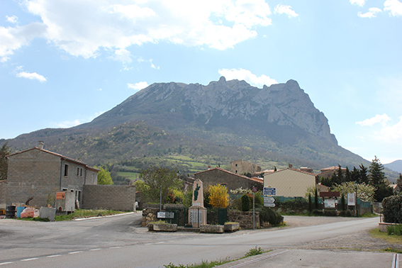 1. Връх и село Бугараш